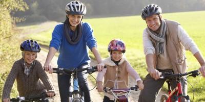Dlaczego warto jeździć na rowerze i co mają do tego stojaki rowerowe?