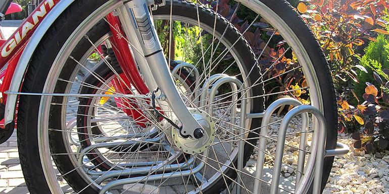 Stojaki rowerowe jako element miejskiej architektury